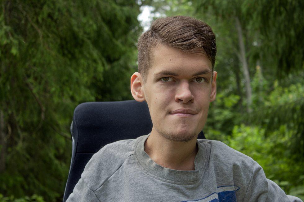 """PODCASTVERSION: Olle Elfgrens krönika """"10 för- och nackdelar med att vara handikappad som man inte tänker på"""